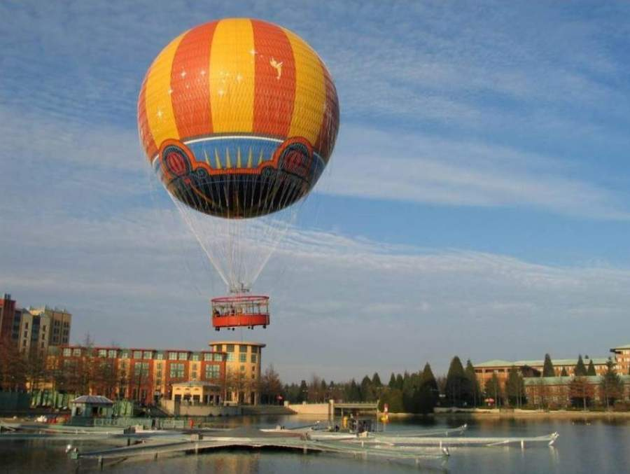 Globo aerostático en Disney Village