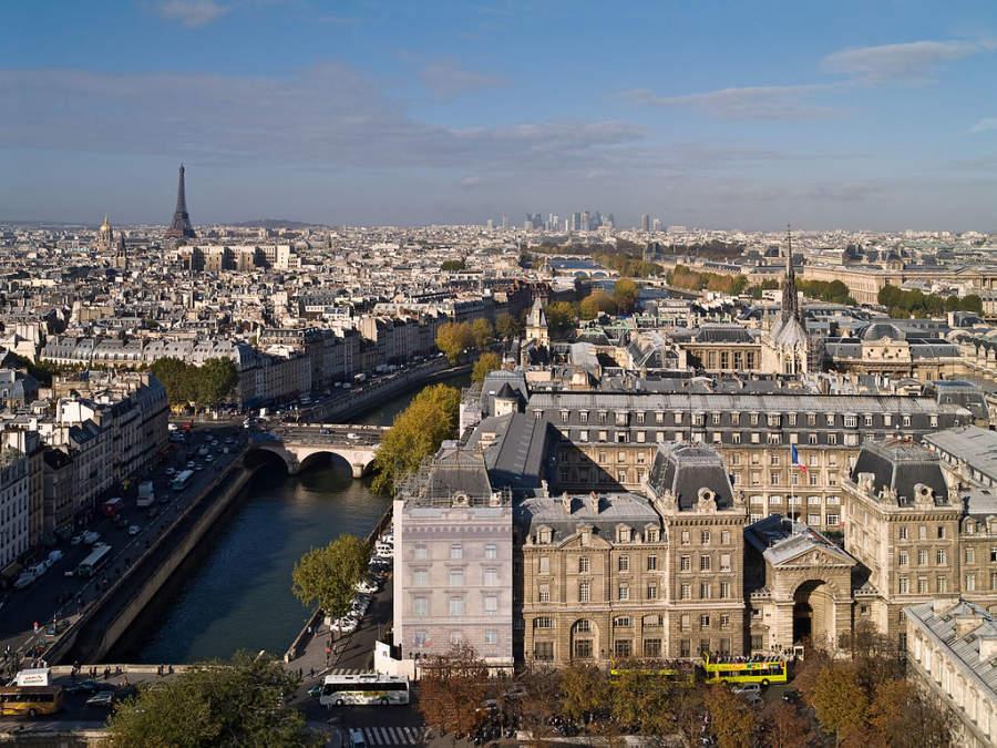 La ciudad de París se sitúa a 23 kilómetros de Le Chesnay