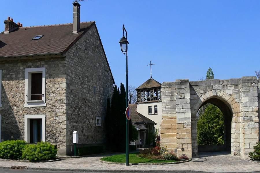 Construcciones antiguas en la ciudad de Rungis