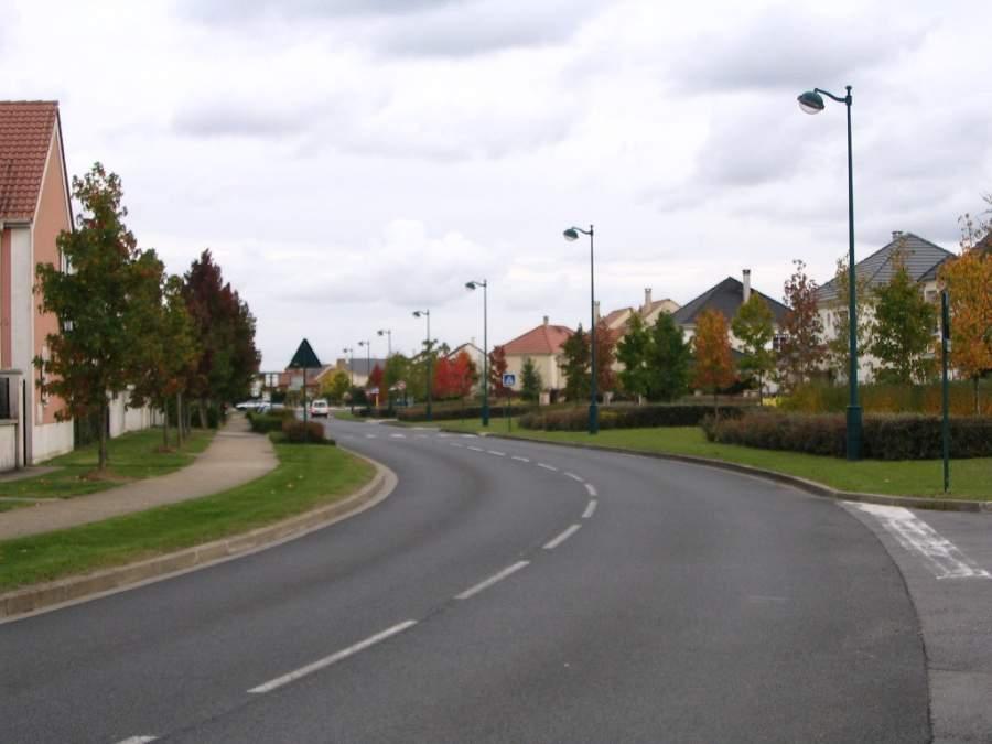 Avenida en la localidad de Serris