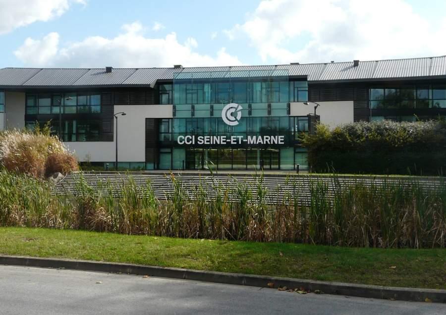 Edificio de la Cámara de Comercio y la Industria de Seine-et-Marne en Serris