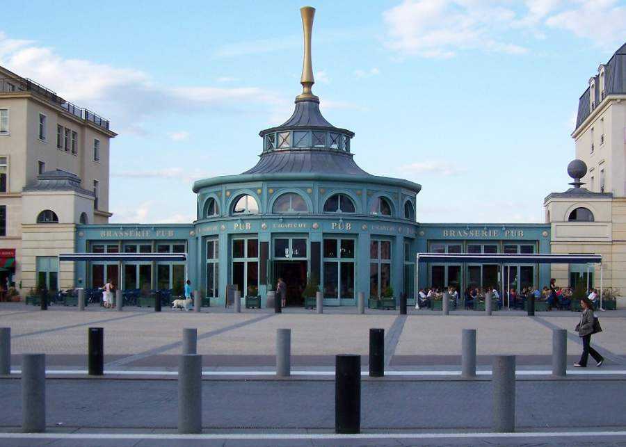 Plaza Ariane del centro comercial Val d'Europe en Serris