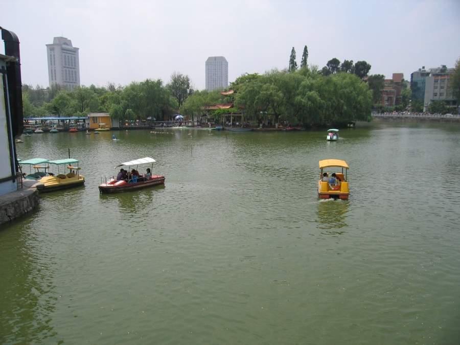 Paisaje del Parque del Lago Verde en Kunming