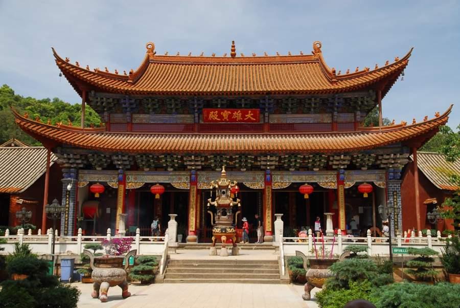 Construcción principal en el Templo QiongZhu en Kunming