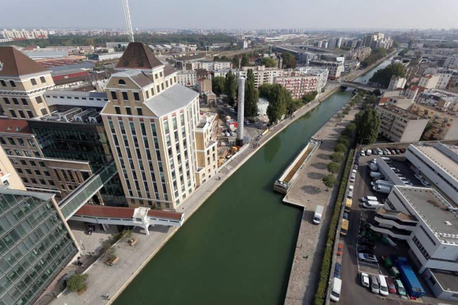 Los Grandes Molinos de Pantin erigidos en 1884 son actualmente sede de oficinas y restaurantes con vistas al canal