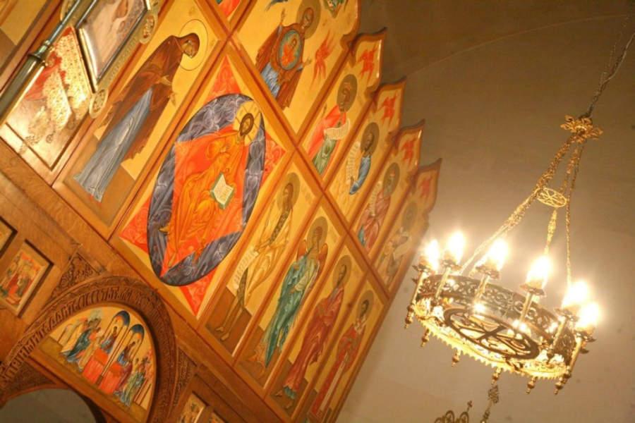 Íconos de la  Iglesia Ortodoxa de la Santísima Trinidad y de los Mártires de la nueva tierra rusa