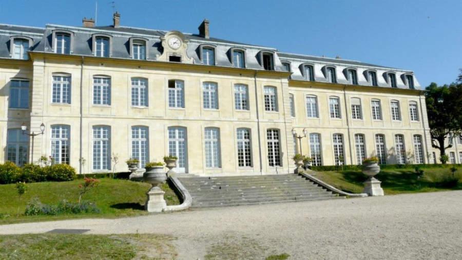 Liceo Michelet, antiguo castillo de los príncipes de Condé, construido en 1698
