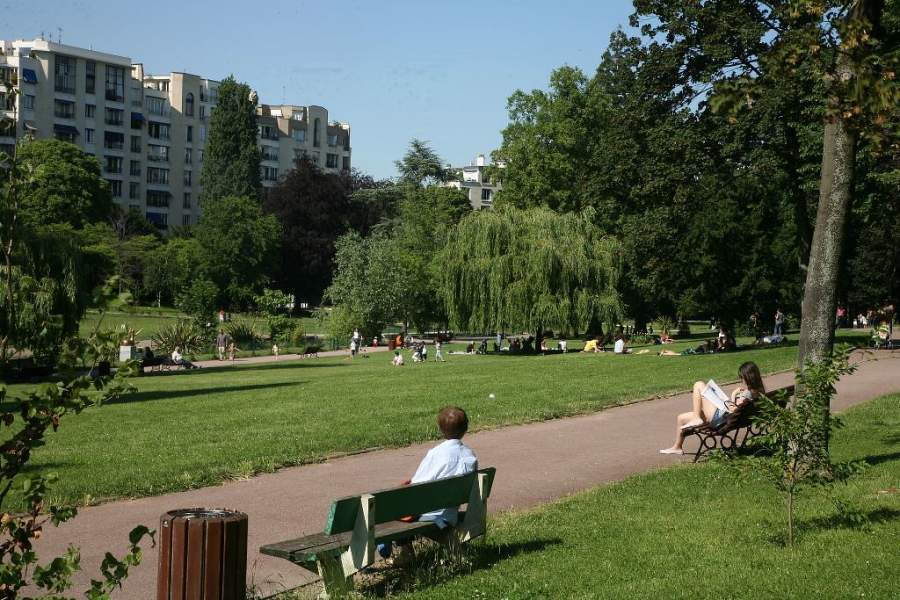 El Parque Frédéric Pic cuenta con relajado ambiente que lo hace popular entre los lugareños