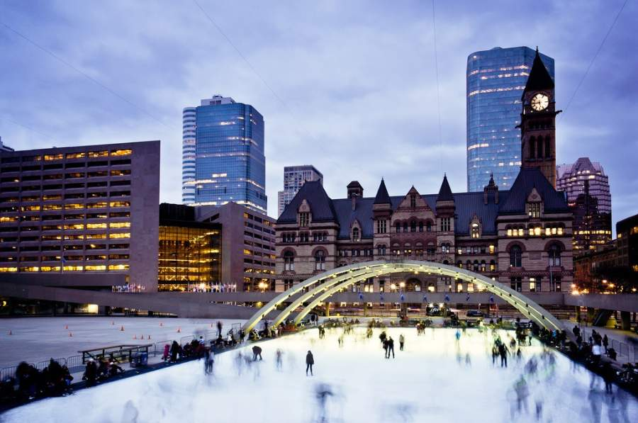 Pista para patinar sobre hielo en el invierno en Toronto