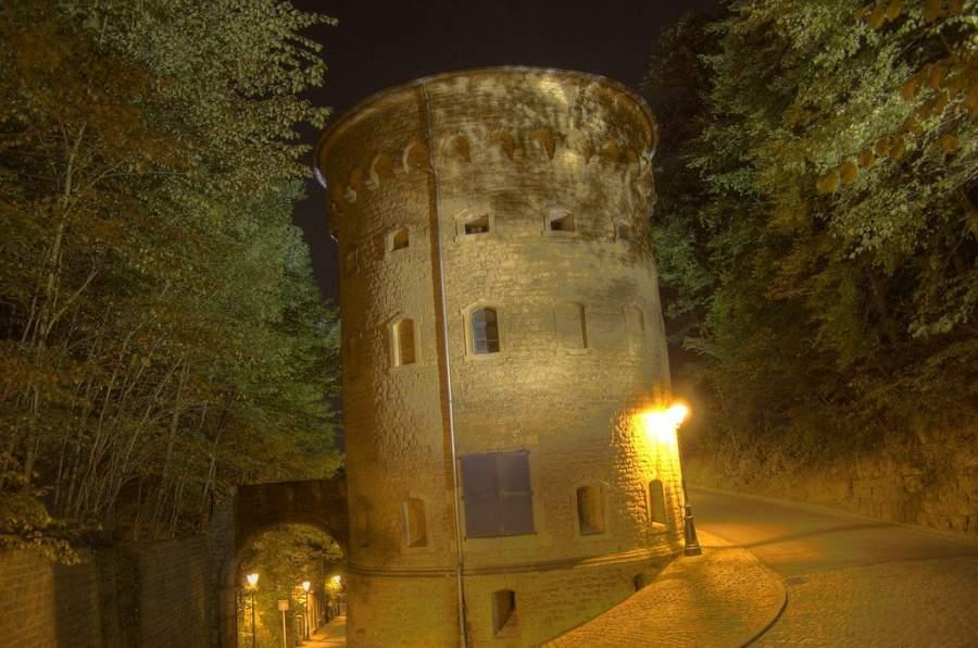 Torre Malakoff de noche