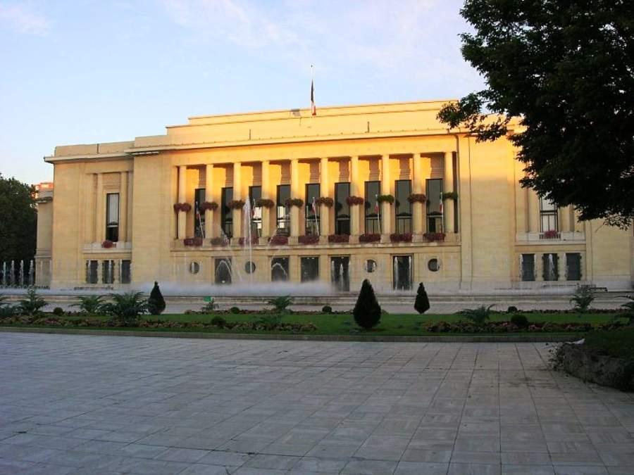 Edificio del Ayuntamiento de Puteaux que data de 1934