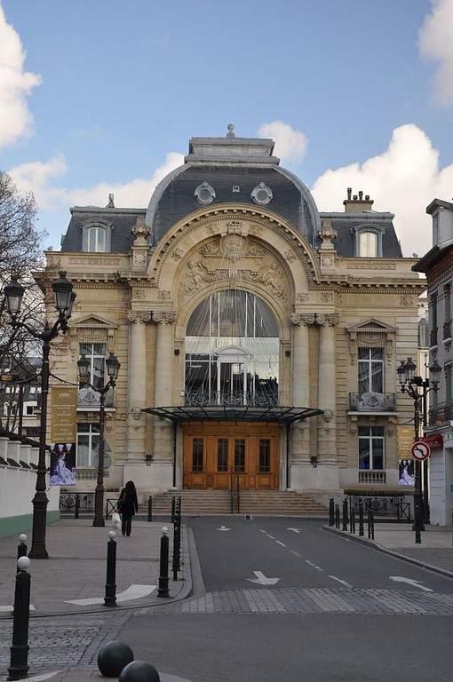 Teatro de Puteaux con marcado estilo neoclásico