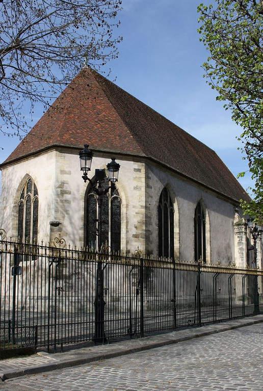 La Iglesia de Notre-Dame de Pitié se encuentra a orillas del Sena
