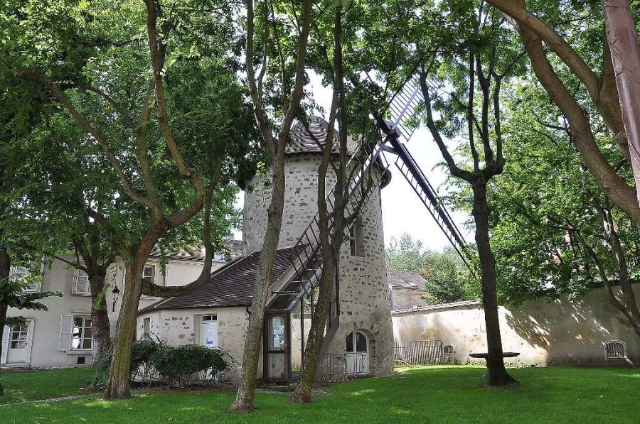 El Molino de Viento de Chantecoq forma parte del patrimonio de la ciudad