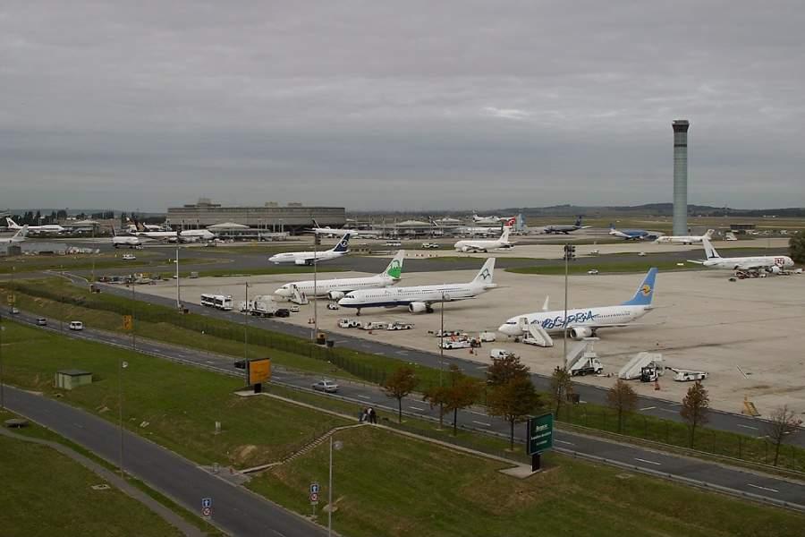El Aeropuerto de París-Charles de Gaulle está a solo 2.5 kilómetros de Le Mesnil-Amelot