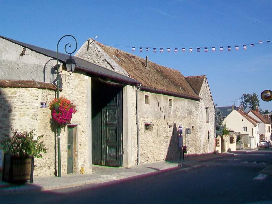 Calle típica en Le Mesnil-Amelot