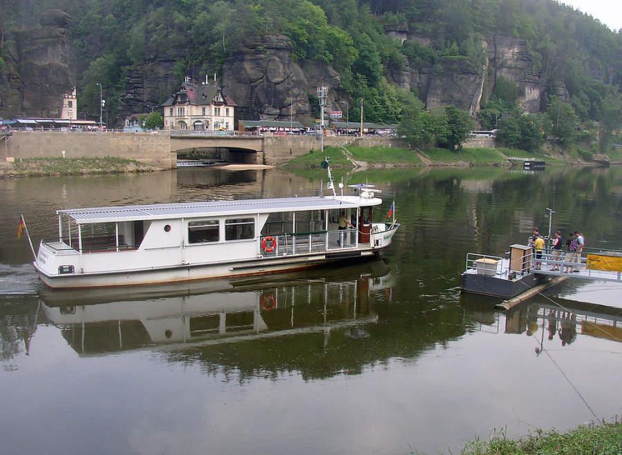 En el río Labe se pueden hacer paseos en bote