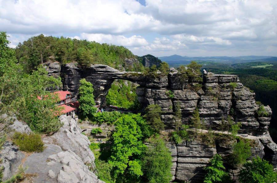 El puente Pravcická brána es famoso por aparecer en la película Las Crónicas de Narnia: El León, La Bruja y El Ropero