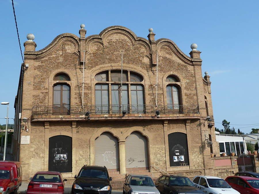 El edificio de la Juventud Católica es una construcción histórica en Molins de Rei