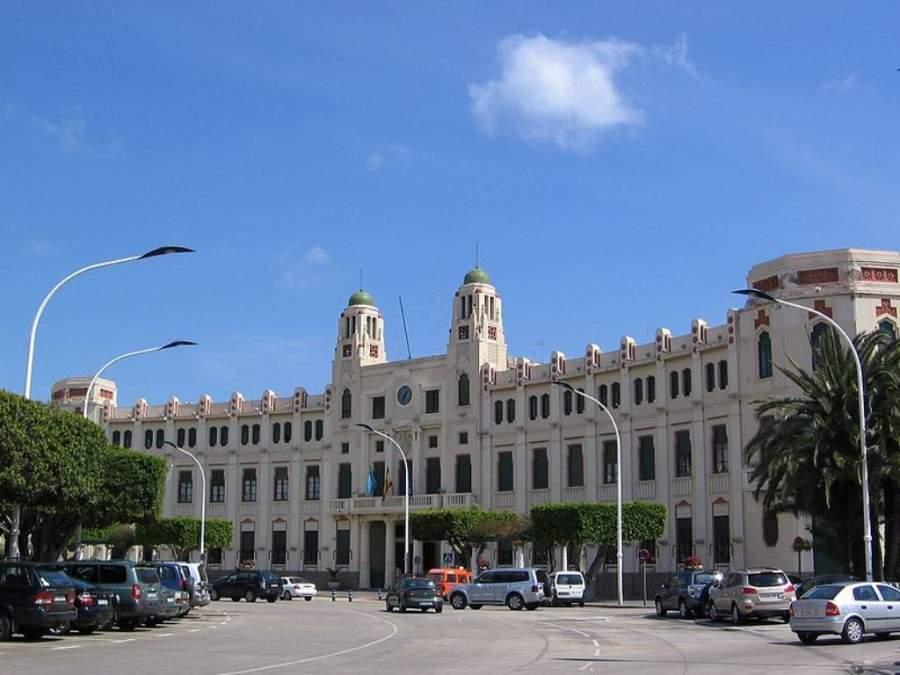 Vista panorámica del Ayuntamiento de Melilla