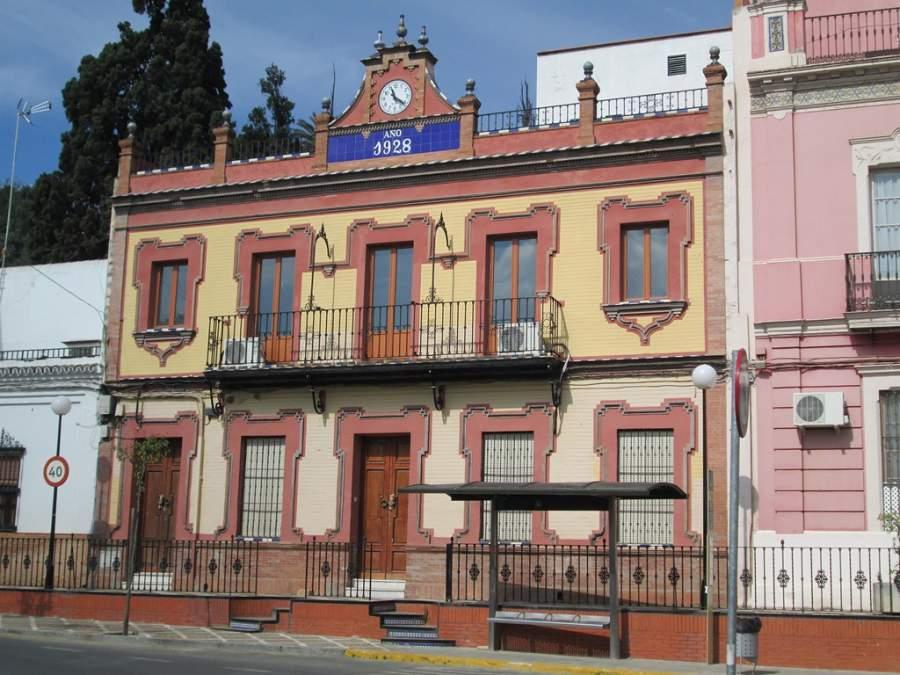 Edificio en la Plaza de Andalucía en San Juan de Aznalfarache