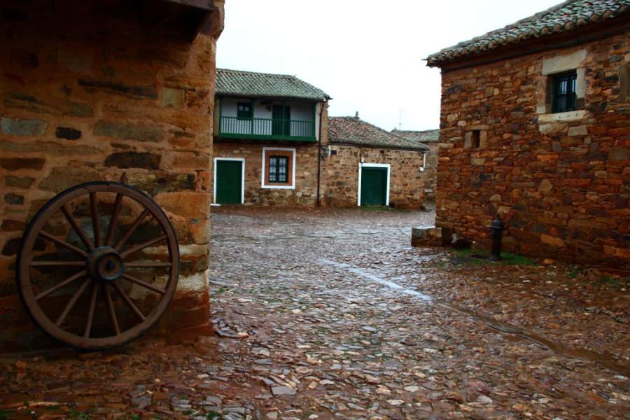 Calles en el pueblo de Castrillo de los Polvazares