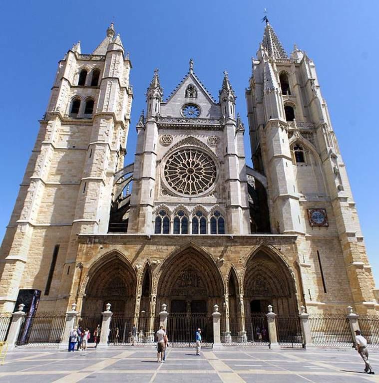 La Catedral de León es conocida como la bella Leonesa