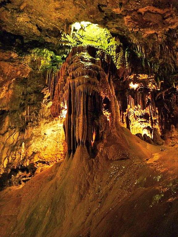 Las Cuevas de Valporquero están a 50 kilómetros de León