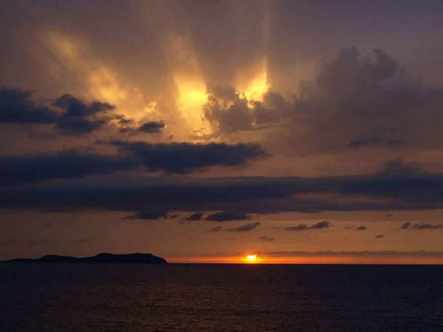 Sant Antoni de Portmany se precia de tener la puesta de sol más famosa del Mediterráneo