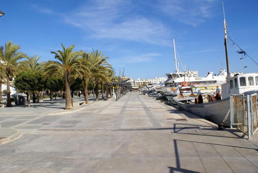 Acceso al puerto de Sant Antony de Portmany