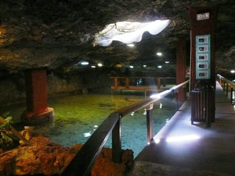 El Aquarium de es Cap Blanc, es un acuario natural que exhibe especies de la isla