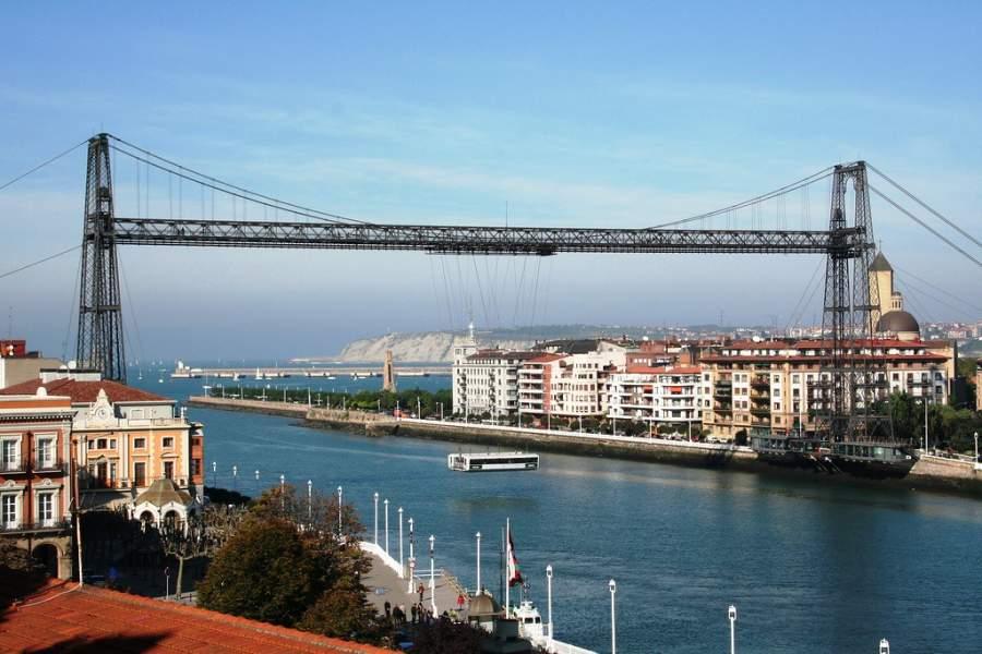 Vista del Puente de Vizcaya y Palacio El Saltillo