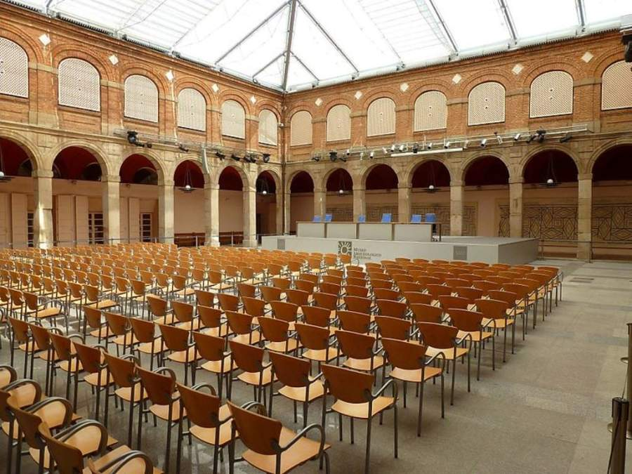 Explanada del Museo Arqueológico Regional de la Comunidad de Madrid