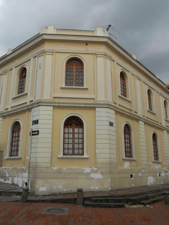 Edificio en la plaza de Usaquén