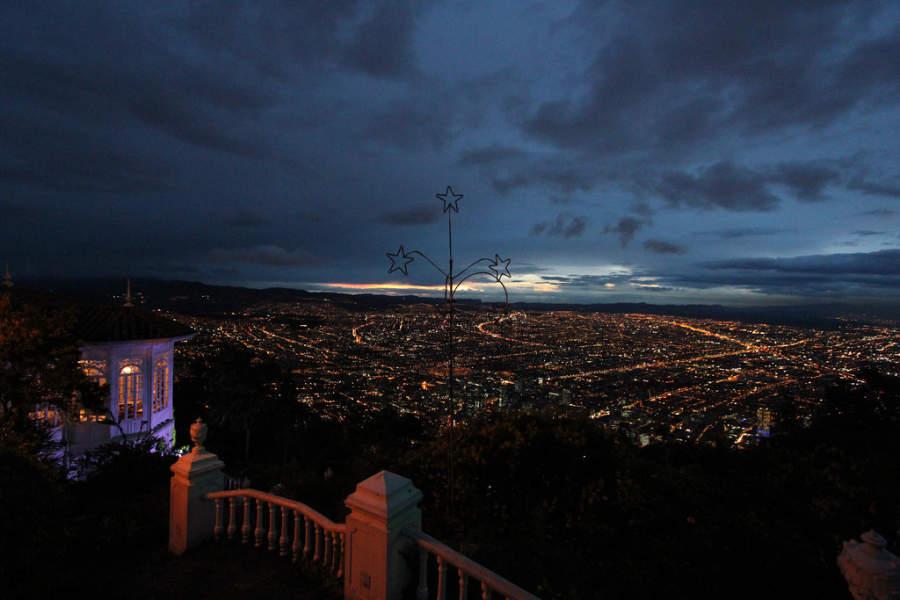 Bogotá al anochecer