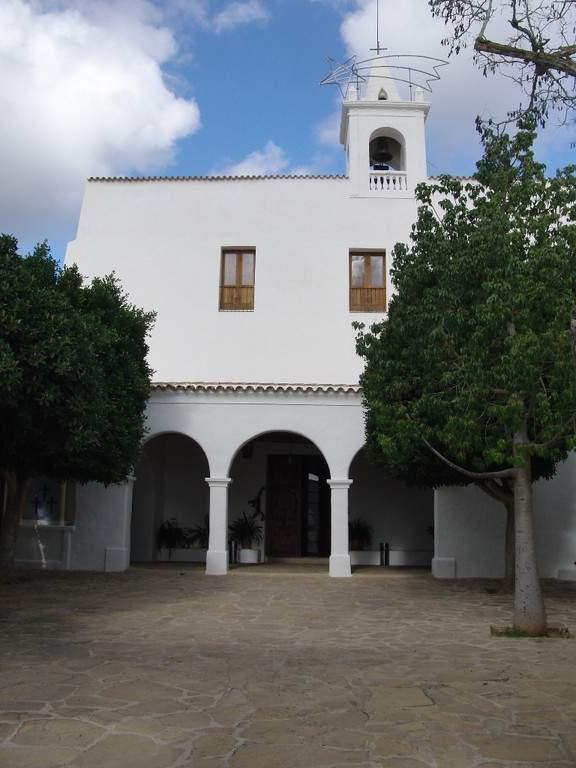 La Iglesia San Juan tiene un estilo típico de Ibiza