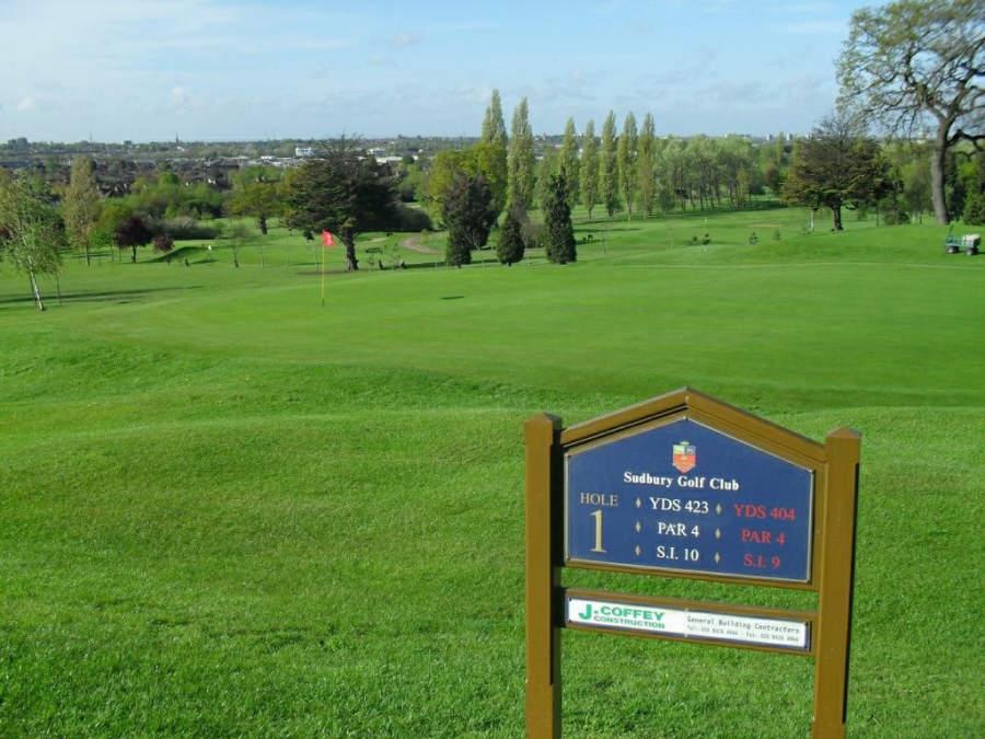 El Sudbury Golf Club en Wembley posee un campo de 18 hoyos