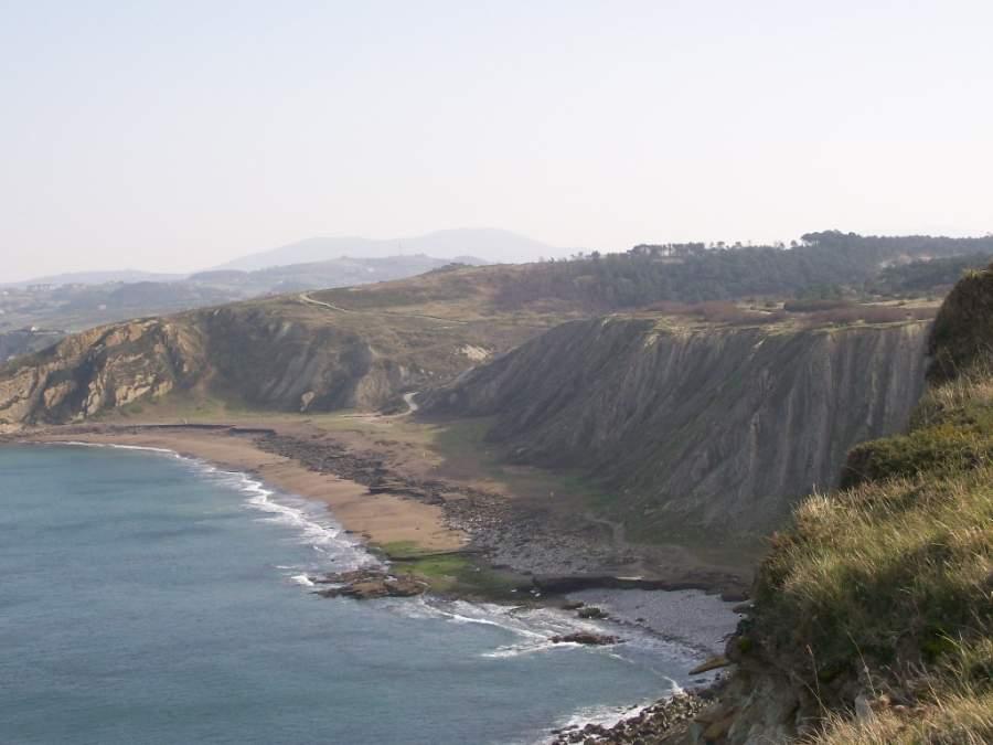 Disfruta de la playa Azkorri-Gorrondatxe en Getxo