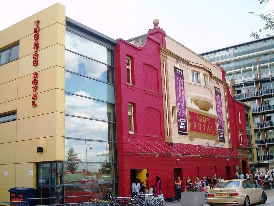 Entra al Teatro Real del Este de Stratford