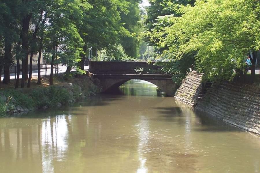 Puente sobre el Navigliaccio