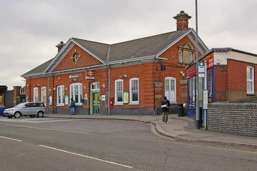 Estación de tren de Horley