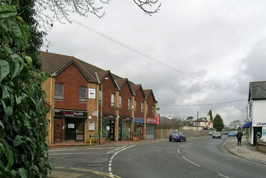 Recorre las calles de la ciudad de Horley