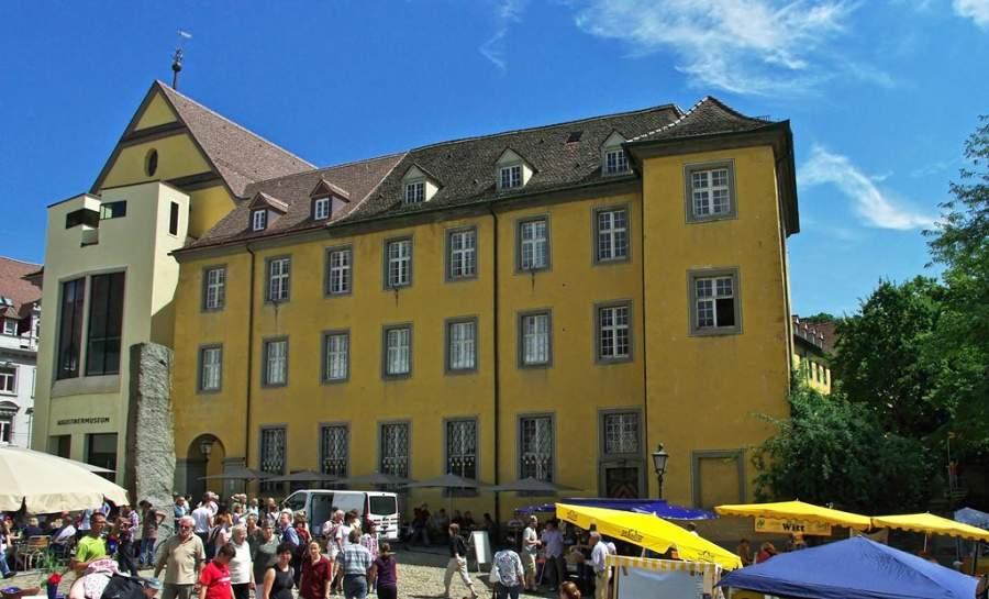 Museo Augustiner en Friburgo tiene una colección de artes gráficas y artesanías