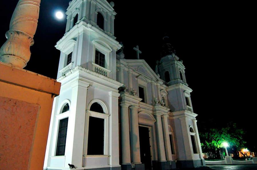 Catedral de Ponce al anochecer