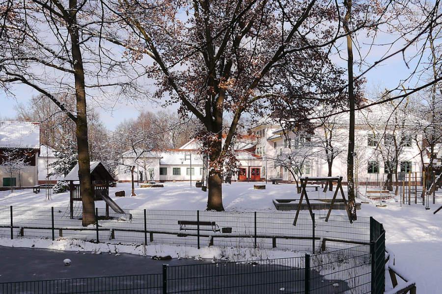 Paisaje de un parque en Kleinmachnow en el invierno