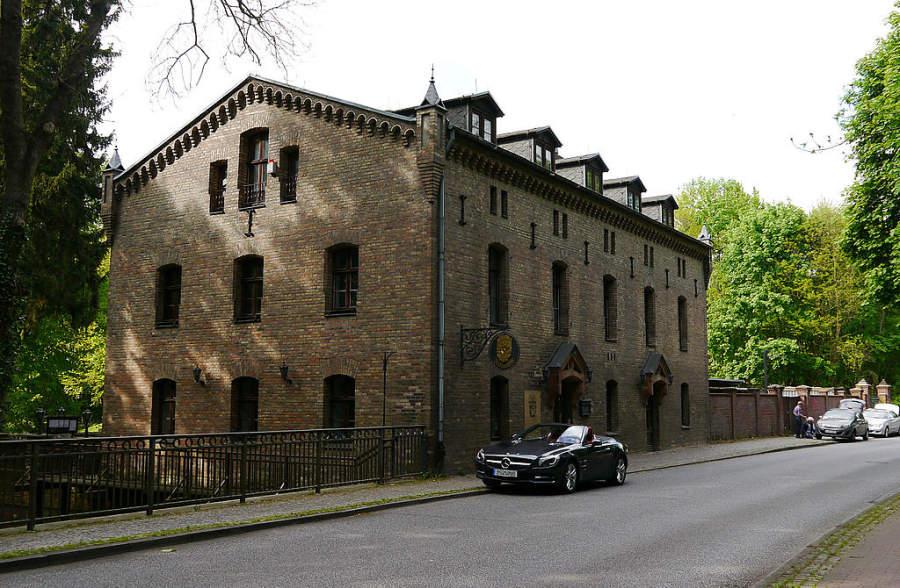 Edificio junto al río donde se encuentra el molino de Kleinmachnow