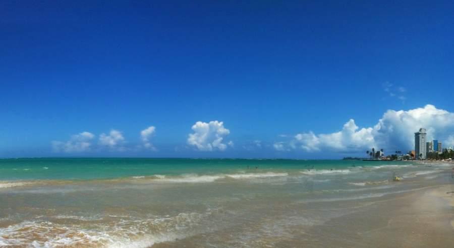 Relájate en las bellas playas de Isla Verde, Carolina