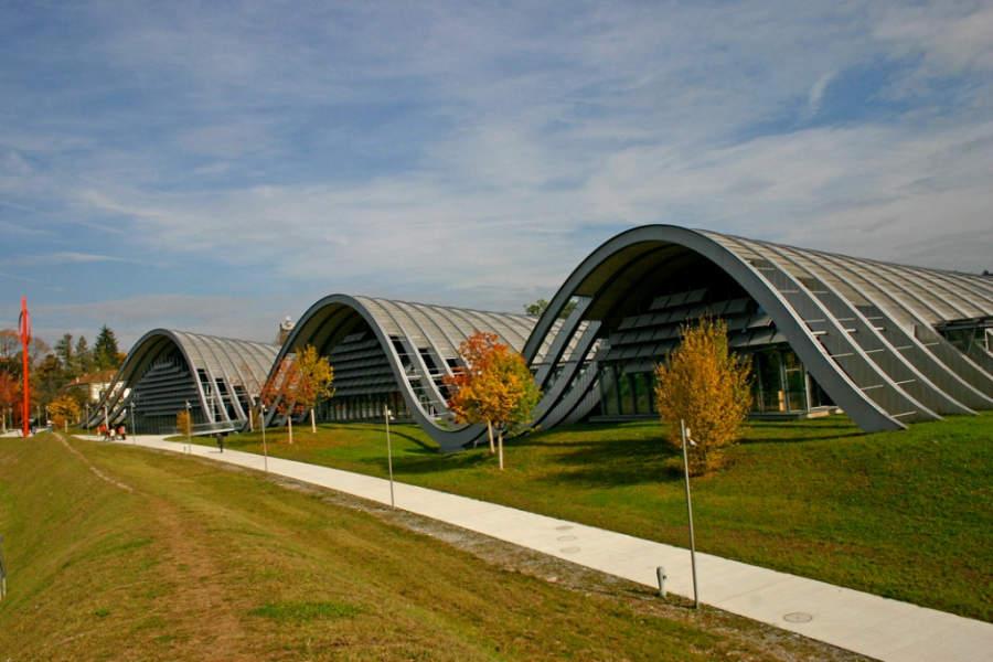 El Centro Paul Klee es de estilo moderno
