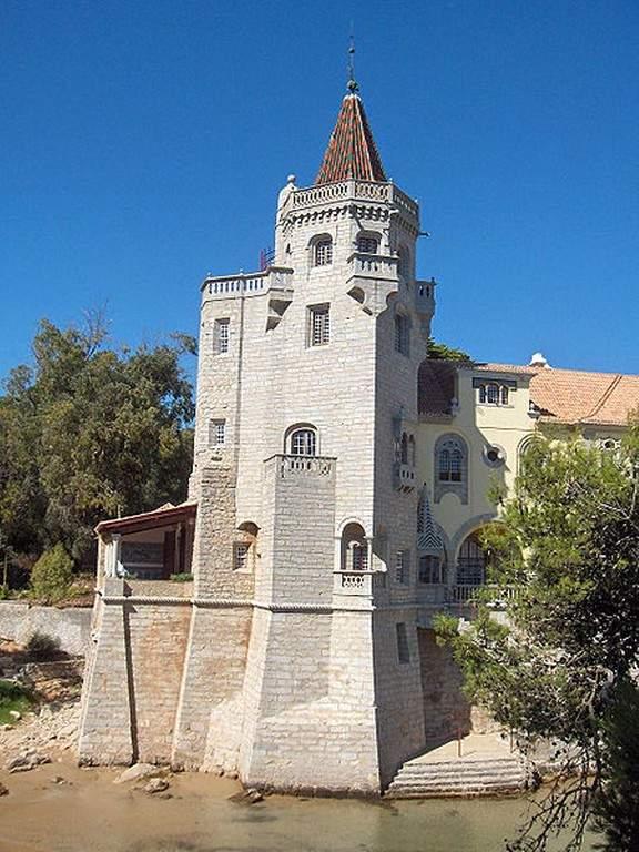 Museo Condes de Castro Guimarães, que resguarda una interesante colección de arte