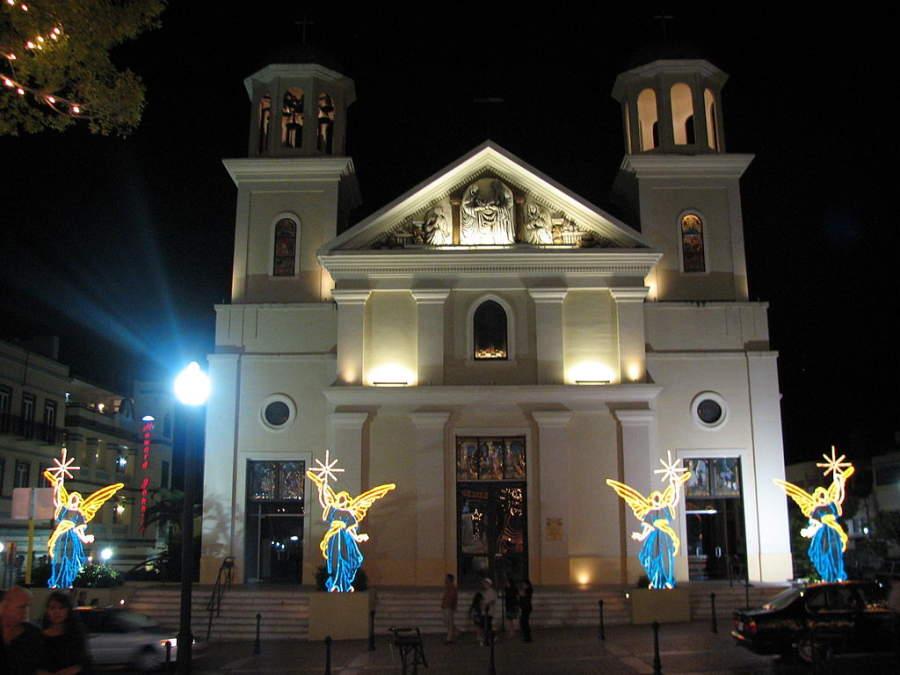 Catedral de Nuestra Señora de la Candelaria en la Plaza Colón de Mayagüez